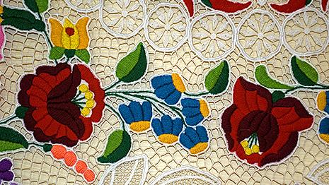 カロチャ刺繍